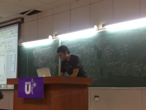 Saurabh Sahni delivering a lecture on BOSS